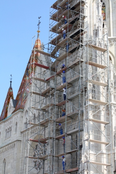 Workers all lined up on the scaffolding